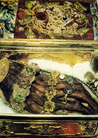 إكرام بقايا القديسين بحسب التاريخ المسيحي