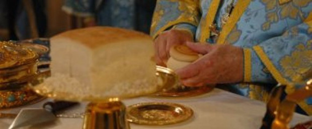الكاهن وإتمام الخدم الإلهيّة