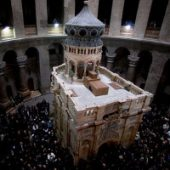 ترميم القبر المقدس... بين التبذير والتوقير!