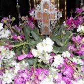 من الصليب إلى أعماق الله