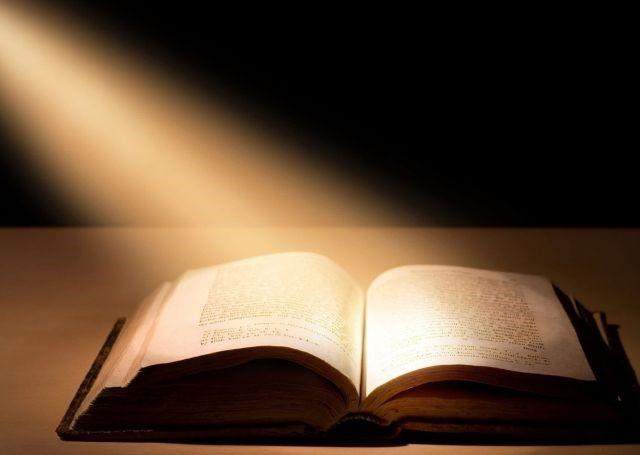 لمَ ينبغي ألا تكون القراءة في الكنيسة عاطفية؟